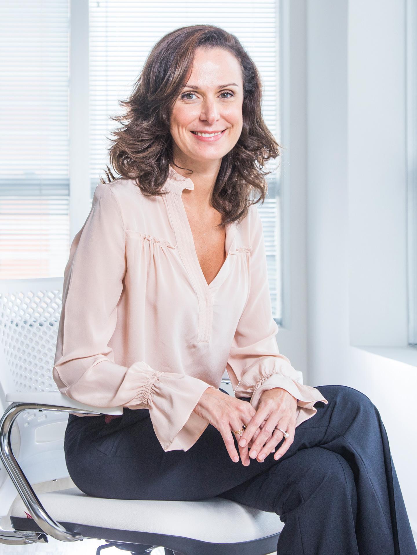 Foto 3 (QUEM SOMOS) - Marília Paiotti Diretora de atendimento da NOVA PR